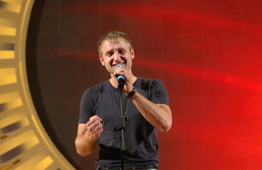 Алексей Корзин (вокалист Челси) на одном из отчетных концертов спел